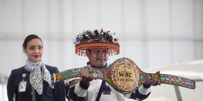 """""""Canelo"""" Álvarez respeta a huicholes pero en caso de ganarle a Chávez Jr. no aceptará cinturón huichol del CMB"""