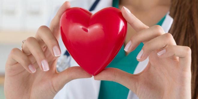 Mujer mexicana pionera en cirugía robótica de corazón