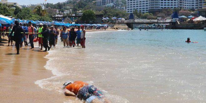 Narcomenudista ejecuta a rival e intenta escapar nadando en Acapulco