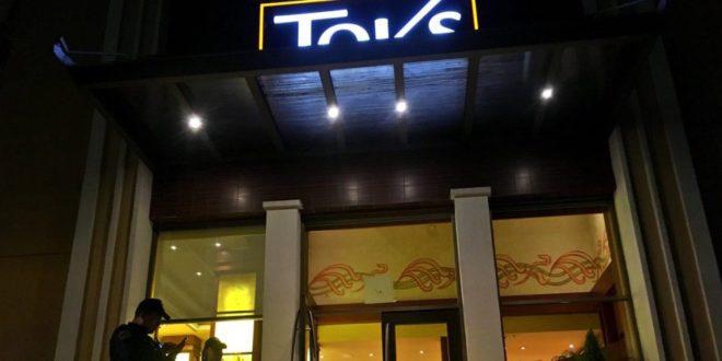 Asaltan restaurante Toks en la Benito Juárez