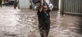 Las lluvias en Sinaloa dejan al menos tres muertos y miles de evacuados.
