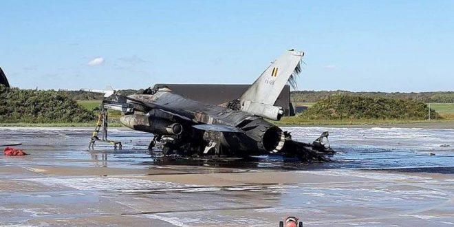 Técnico dispara accidentalmente cañón de F-16 e incendia otro avión