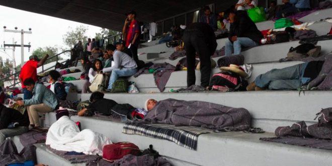 """Más de mil migrantes llegan al estadio Jesús Martínez """"Palillo"""""""