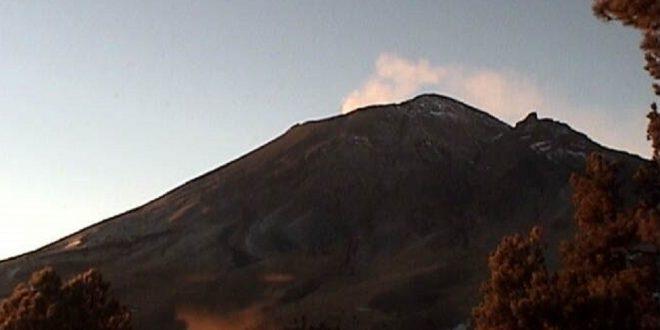 Popocatépetl amanece con actividad volcánica leve