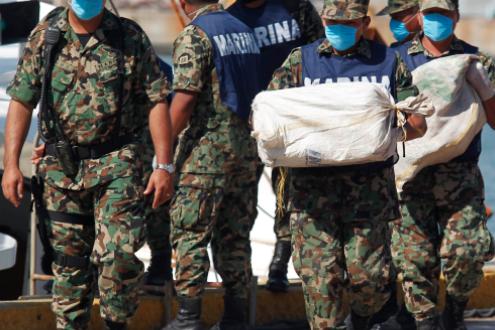 En Guerrero aseguran embarcación con bultos de cocaína