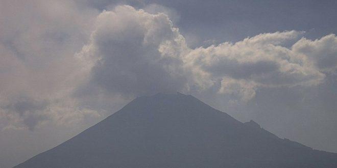 Reportan 61 exhalaciones y dos explosiones en volcán Popocatépetl