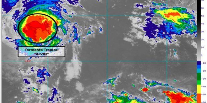 Alvin pierde fuerza y se degrada a tormenta tropical